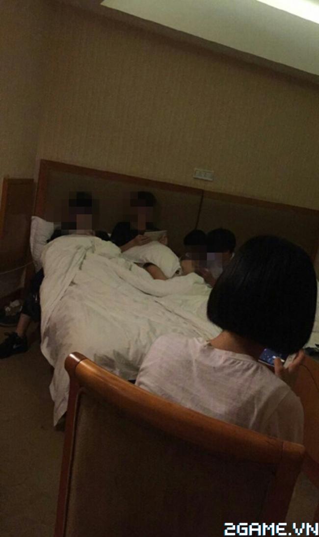 Hoảng hốt trước nhóm học sinh rủ nhau vào khách sạn chỉ để chơi game 1