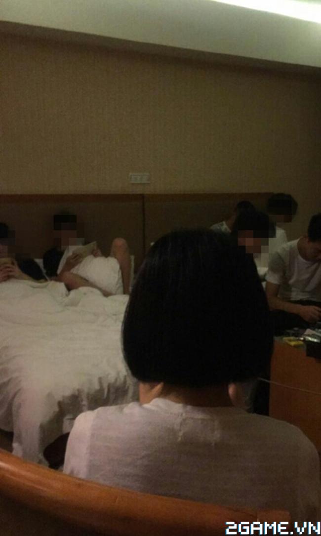 Hoảng hốt trước nhóm học sinh rủ nhau vào khách sạn chỉ để chơi game 0