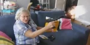 Bà cụ chơi game bắn súng xong hứng lên cầm súng thật bắn loạn xạ