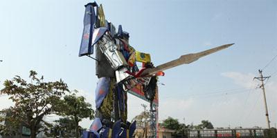 Khi người hùng Optimus Prime trong phim Transformers sang Hà Nội làm bảo vệ