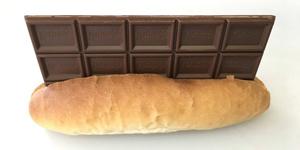 Xuất hiện quán net bán bánh mỳ kẹp chocolate cho khách vào ngày Valentine