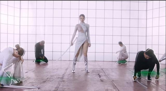 Nhiều bộ trang phục PUBG Mobile VN bất ngờ xuất hiện trong MV mới của Chi Pu 3