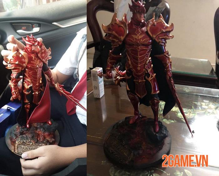 Người chơi MU Awaken VNG thi nhau khoe mô hình tượng nhân vật DK 0