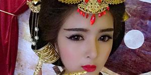 Webgame Đế Vương Bá Nghiệp mời 'hot girl dao kéo' Lilly Luta về chụp ảnh cosplay