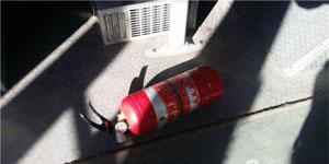 Không có tiền trả net, khách chơi cầm bình cứu hỏa táng luôn nhân viên trông quán