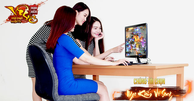 Khi người mẫu áo dài chơi game online