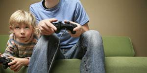 Những hiểu lầm thường thấy của những cô vợ khi thấy chồng chơi game