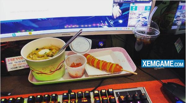 """Quán net tại Hàn Quốc trang bị thức ăn """"đến tận răng"""" cho game thủ"""