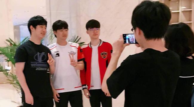 LMHT: Faker giao lưu trực tuyến cùng fan Trung Quốc, để ngỏ khả năng cầm tướng dị trong Rift Rivals 2018